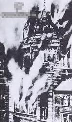 این عکس بارها بدست متفقین و یهودیان منتشر شد. با این اشاره که این عکس از یک کنیسه یهودی بود که بدست نازی ها در سال ١٩٣٨ سوزانده شد. ولی به راستی، این ساختمان طی بمباران متفقین در سال ١٩۴٣ بود که به آتش کشیده شد.