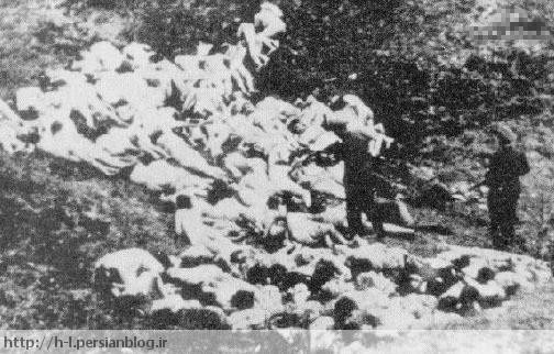 معمولا به عنوان یک مدرک جنایات نازی ها در اروپای شرقی ارائه می شود، اما در واقع، اینها افراد NKVD (پلیس مخفی سیاسی شوروی) هستند که غیر نظامیان را به قتل میرسانند.